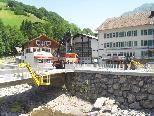 Im Dorfzentrum von Mellau laufen die letzten Baumaßnahmen auf Hochtouren.