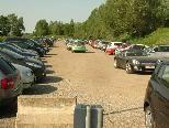 Parkende Autos im Mittelbereich die das Ein- und Ausfahren unmöglich machen