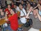 """""""Public Viewing"""" vor dem Musikpavillon in Schruns während des Spiels Paraguay - Spanien, das 0:1 endete."""