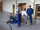 Zuerst mussten die Instrumente zusammengebaut werden.