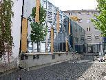 """Bild: Die neue AK-Bibliothek, im Bild die Glasfront vor dem """"Leseraum-Wintergarten""""."""