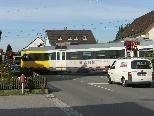 Bild: Im Bild die Bahnschranke an der Reichsstraße in Altenstadt.