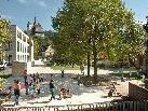 Blick Rote-Mühle-Straße Richtung Rathaus. Der Marktplatz wurde durch eine direkte Verbindung attraktiv erweitert.