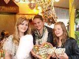 Chiara, Fabienne und Michelle genossen die Zuckerwatte und andere Köstlichkeiten.