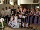 Das Brautpaar Elena Lacanlale und Thomas Raich mit Brautjungferen und deren Begleiter mit Pfarrer Dr.Spieler