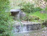 Im Bereich der Gsohlwegbrücke in der Ledi wird die Bachsohle abgesenkt.
