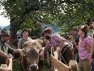 Klaus Aberer und Theresia Meusburger bei der Übergabe der Tiere