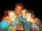 Magdalena Nussbaumer (links), Pater Raja und Elisabeth Metzler (2. v. r.) berichten im aha von ihrer Arbeit in Indien.