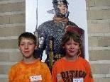 Titus und Tiberius mit einem römischen Legionär