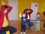 """Unter dem Motto """"Bärenstarke Kinderlieder"""" erwartet die Kursteilnehmer wieder musikalischer Bewegungsspaß mit dem Kind."""