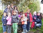 Als Abschluss des Umweltprojektes wurde gemeinsam ein Apfelbaum im Kindergarten gepflanzt.