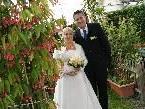Ein strahlendes Brautpaar nach der Trauung am 10. 10. 2010