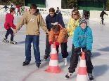 Eislaufkurs für Kids ab 6 Jahren auf der Kunsteisbahn in den Herbstferien.