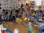 """Ganz viele """"Bücherzwergle"""" finden Spass und Unterhaltung in der Frastner Bibliothek"""