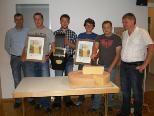 Gratulationen von der Alp-und Augemeinschaft gab es für Manuel Gasser und Stefan Hilbe