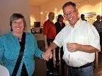 Hand in Hand -  Strom fließt über die Parteigrenzen hinweg - Vize-Bgm. Ilse Mock mit Gemeinderat Reinhard Huber bei der Besichtigung in der Museumswelt.