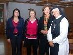 Manuela Hack, Gabriele Nußbaumer und Bernadette Mennel mit Sr. Äbtissin Hildegard Brem bei der Gründungsversammlung des Freundeskreises.