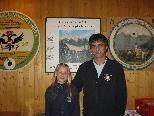 Oberschützenmeister Michael Fleisch mit der Jungschützin Chiara Piazza