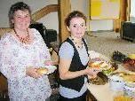 Sabine Reis und Senay Öztürk (r.) luden zum Frauenfrühstück.