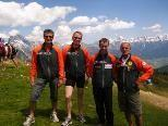 2.v.li. Ralf Schröder 3.v.li. Hannes Felder vom Berglaufteam Sparkasse Bludenz