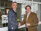 Auf eine langjährige Partnerschaft: ABO-Geschäftsführer Jürgen Marcabruni und Bürgermeister Florian Kasseroler.