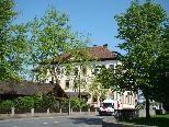 Bei der Volksschule Rheindorf und dem Kindergarten harrt der akute Raummangel einer Lösung.