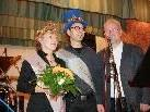 "Der Obmann des Hohenweiler Kulturausschusses, Roland KNÜNZ (rechts), gratuliert den neuen ""DIXIE-HOHEITEN 2011"""
