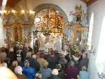 Dicht gedrängt feierten etwa hundert Gläubige den festlichen Gottesdienst mit.