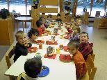 Die Kinder im Kindergarten Dorf hatten ihre Gaude mit Lampion und Martini-Jause.