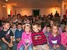 """Dutzende Kinder kamen um die Geschichte des """"kleinen Ich bin Ichs"""" zu erleben"""