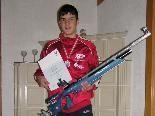 Ein stolzer Michael Zach mit seinem Sportgerät und seiner Urkunde.