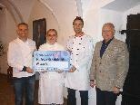 Gerhard Steinberg, Melanie Schertler, Wolfgang Müller (Bäckerei Schnell) bei der Scheckübergabe an den GF des Hilfswerk Feldkirch, Bruno Gamon