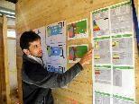Hausherr Martin Brunn erklärt den Aufbau der Gebäudehülle