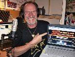 Live auf Sendung ist Helmut van Bracht, alias Old Henry in seinem Studio 5