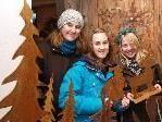 Marsella Volenter mit Natalie und Michelle bei der Adventausstellung