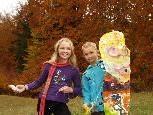 Viel Spaß haben Melanie und Benedikt beim Drachensteigen.