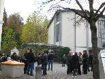Viele Noflerinnen und Nofler trafen sich vor der Kirche und machten einen Gräberbesuch