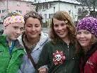 """Die Mittelschule """"taugt"""" uns: Katrin, Aycha. Stefanie und Tina."""