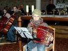 Jung und Alt war beim Adventkonzert musikalisch aktiv.