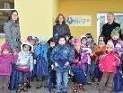 Mit einer Büchertasche ausgerüstet, statten die Kindergärtler alle vier Wochen der Bibliothek einen Besuch ab.