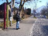 Albert Dreher hält die Platzierungen der Bushaltestellen entlang der Höchsterstraße für eine völlige Fehlplanung.