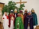 Die Sternsinger bringen die Botschaft von der Geburt Jesu von Haus zu Haus.