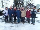 Eine Gruppe der Wanderer vor der schönen Wanderung