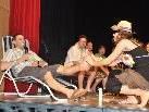 Fußmassage: Gemäß dem Ballmotto wurde das Strandleben auf die Bühne gezaubert.