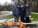 Goran, David und Laura freuen sich schon auf das Weihnachtsfest