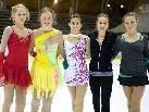 Mit viel Begeisterung trainieren die Eisläuferinnen in der Eishalle in Dornbirn.