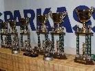 Pokale sind für die Teams und Spieler schon gerichtet.