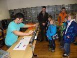 Vorführungen im Physiksaal gaben Einblicke in den Schulalltag
