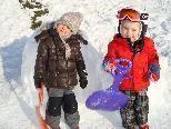 Zwei Knirpse im Schnee