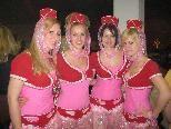 Milena, Sandra, Daniela & Petra verwöhnten die Ballgäste an der FC Bar